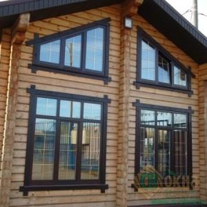 Деревянные окна со стеклопакетом на фасаде объекта