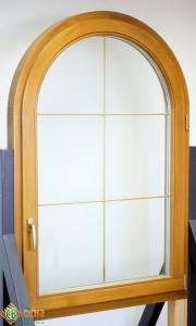ЕВРО окно арочное, материал сосна. Цвет Св дуб. Ф/п Золото 8мм.