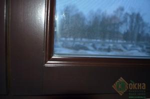 ЕВРО окно с декоративным штапиком, цвет Палисандр