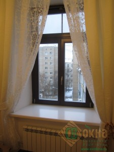 ЕВРО окно из лиственницы в интерьере квартиры.