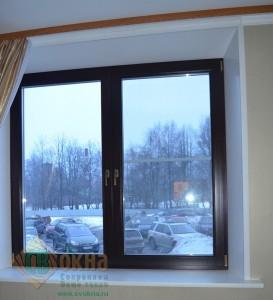 ЕВРО окно сосна, цвет Палисандр в интерьере офиса.
