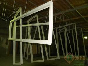 Просушка рам и коробок окна между слоями окраски.